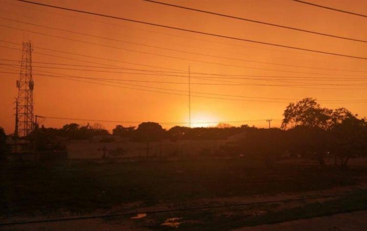 Galería: El hermoso cielo rojo y anaranjado de Cancún, después de la tormenta
