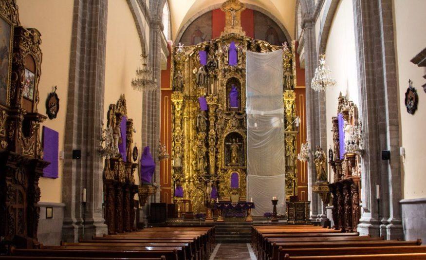 Cubren a vírgenes y santas en iglesia de CDMX por #UnDíaSinNosotras