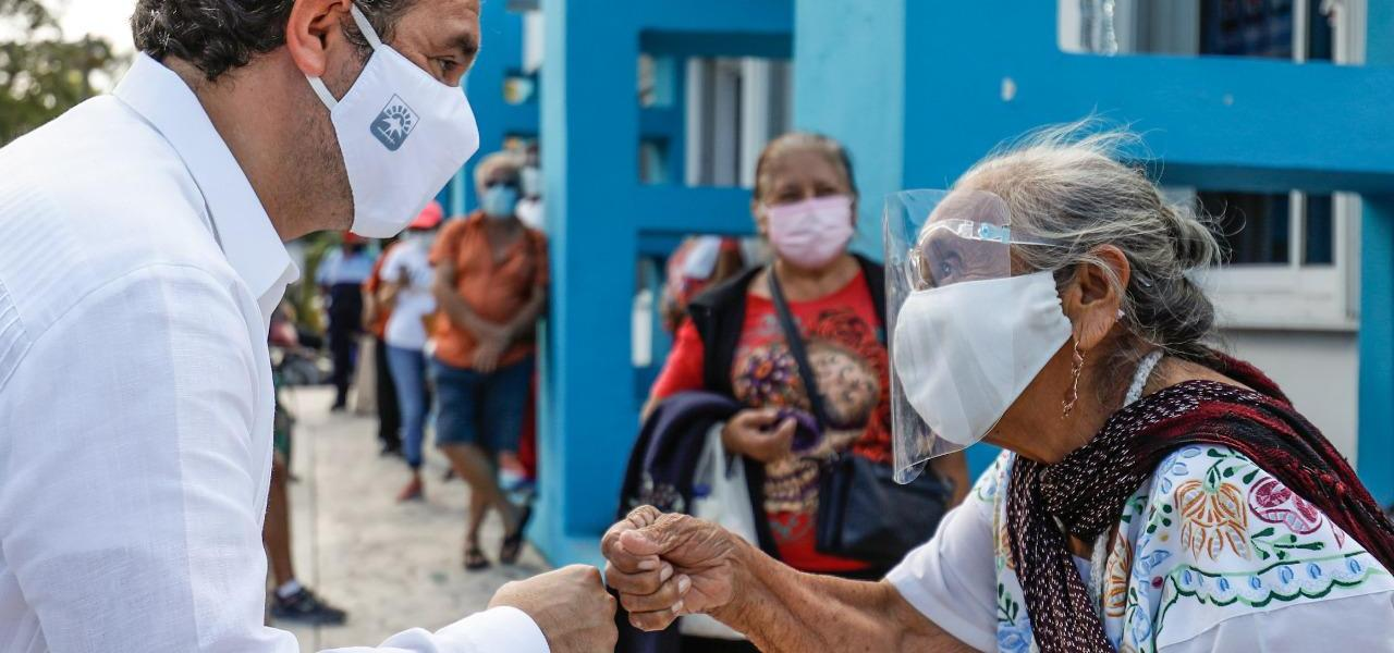 Supervisa Pedro Joaquín proceso de vacunación en adultos mayores de 60 años o más contra el Covid-19 en Cozumel