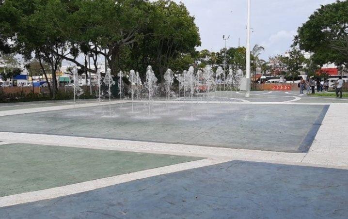"""Reabren parque del """"crucero"""" en Cancún; ahora tiene una fuente danzarina"""