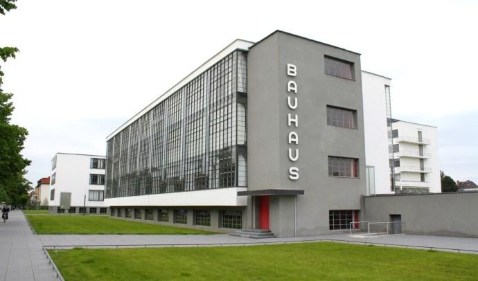 Современное здание Баухаус