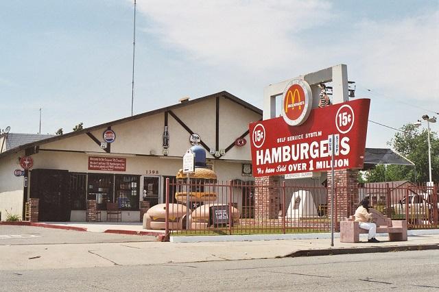 Ресторан Макдоналдс в Сан-Бернардино, Калифорния