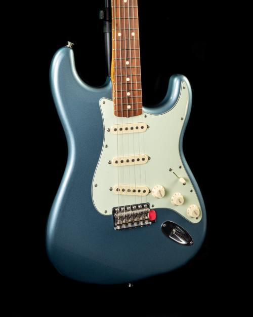 Fender Vintera '60s Stratocaster in Ice Blue Metallic
