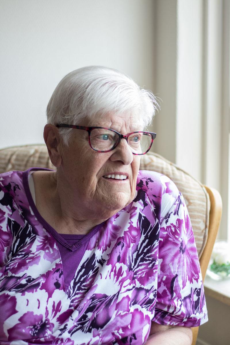 oudere dame portret raam fotografie zeeland