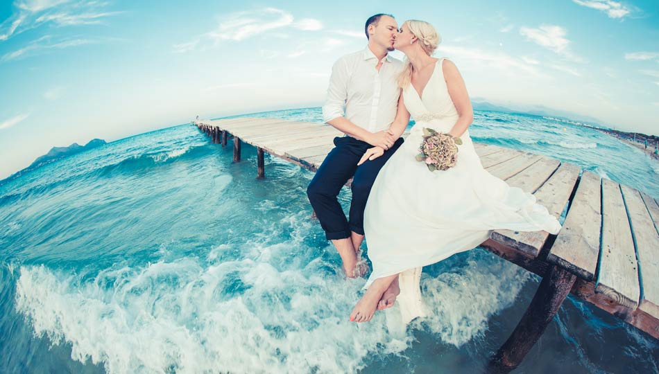 After-wedding-shooting auf Mallorca Kussfoto