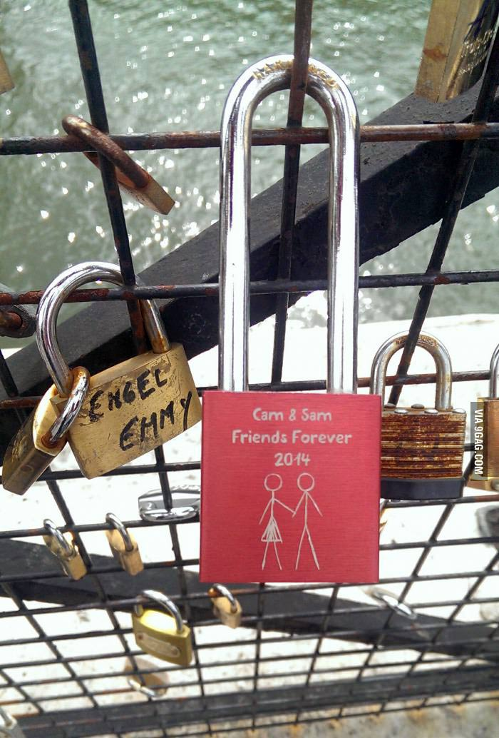 Friendzoned Liebesschloss in Paris