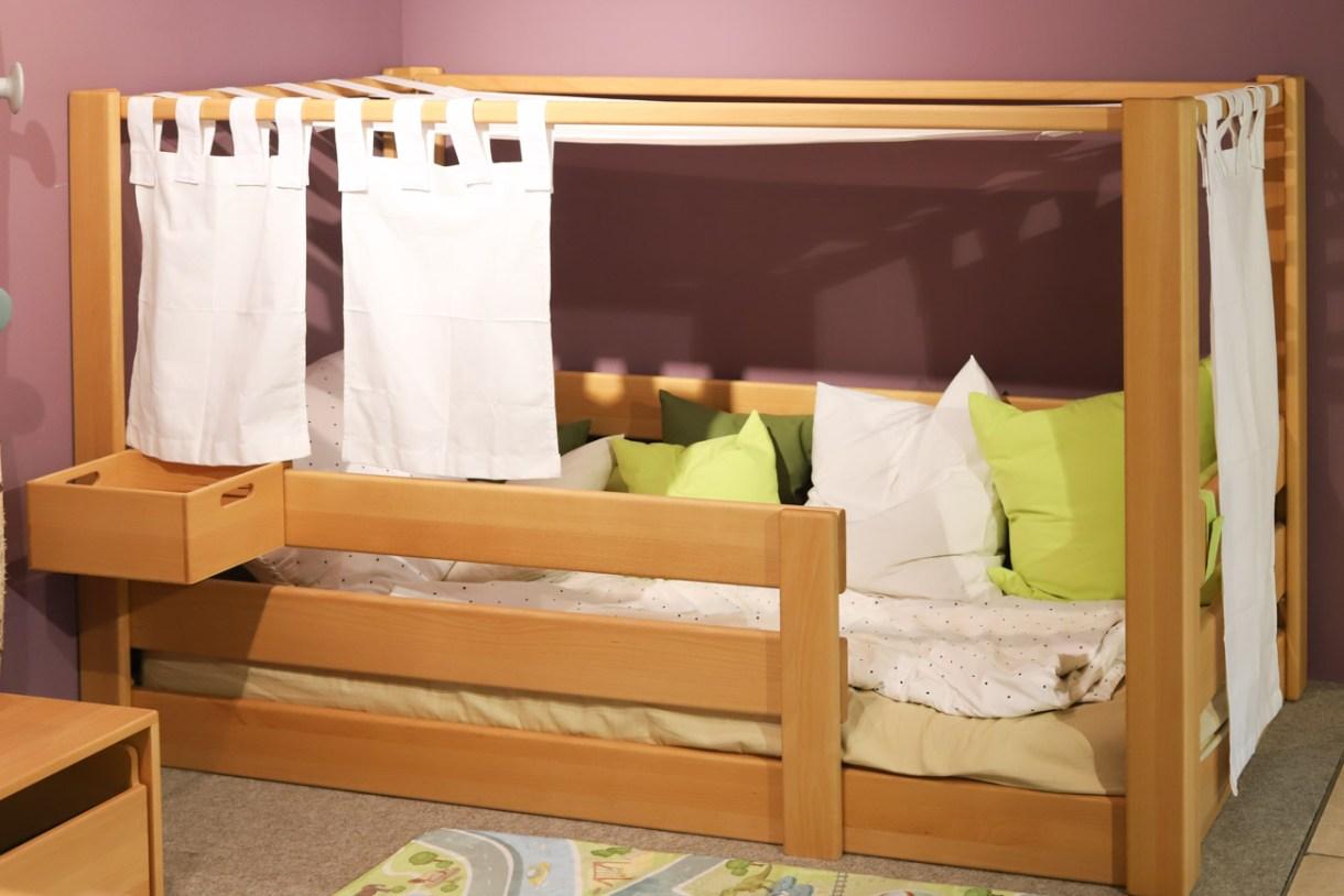 Kinderbett kaufen für gemeinsames Kinderzimmer Junge Maedchen in einem Kinderzimmer