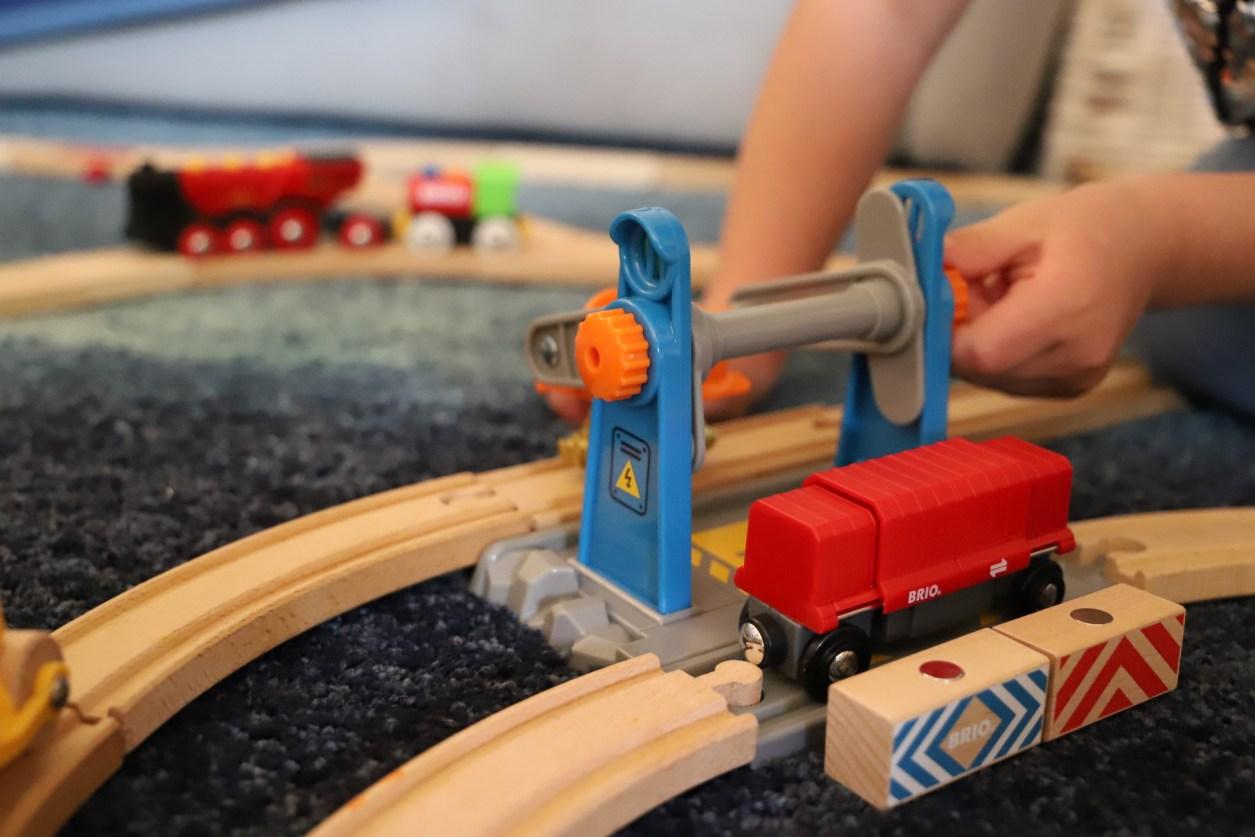 Spielzeug für Kinder ab 3 Jahre Junge testet selbst