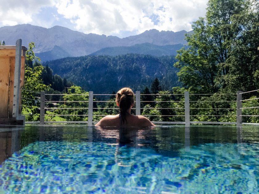 Infinity Pool im Wellnessbereich