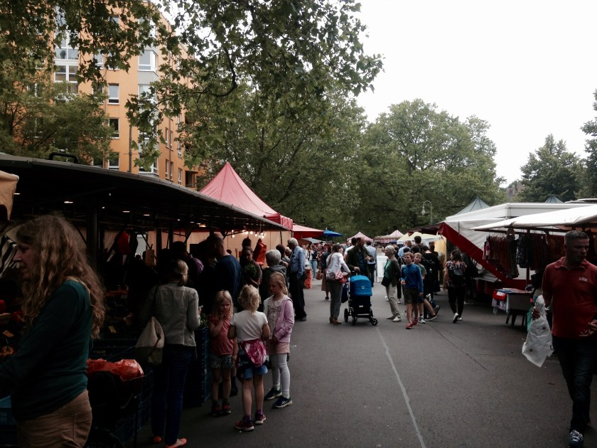 Weekly market in the Kollwitzstraße