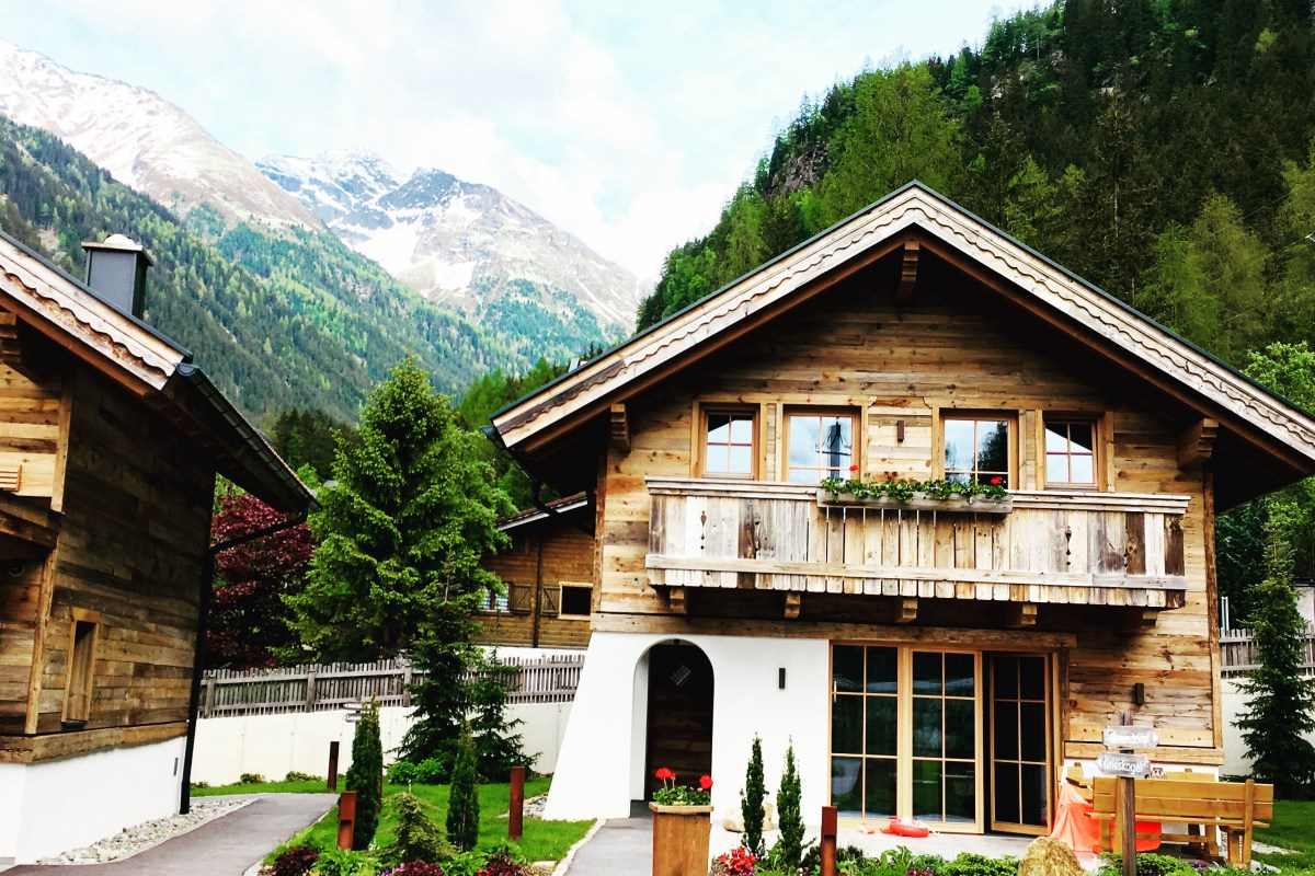 Austria holiday: Wellness chalets with pool in the Pitztal
