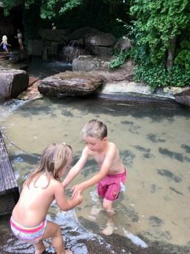 Weitläufiger Wasserspielplatz