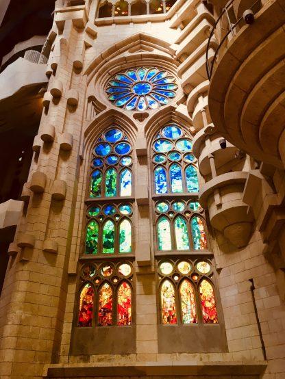 Im Inneren der Sagrada Familia Barcelona