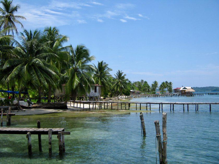 Stege und Stelzen auf Isla Carenero