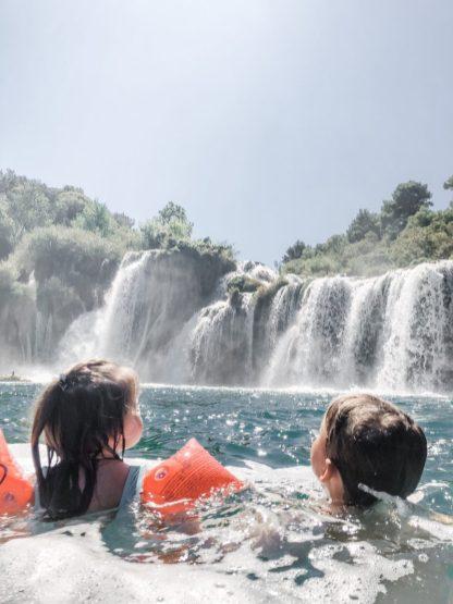 Schwimmen am Wasserfall
