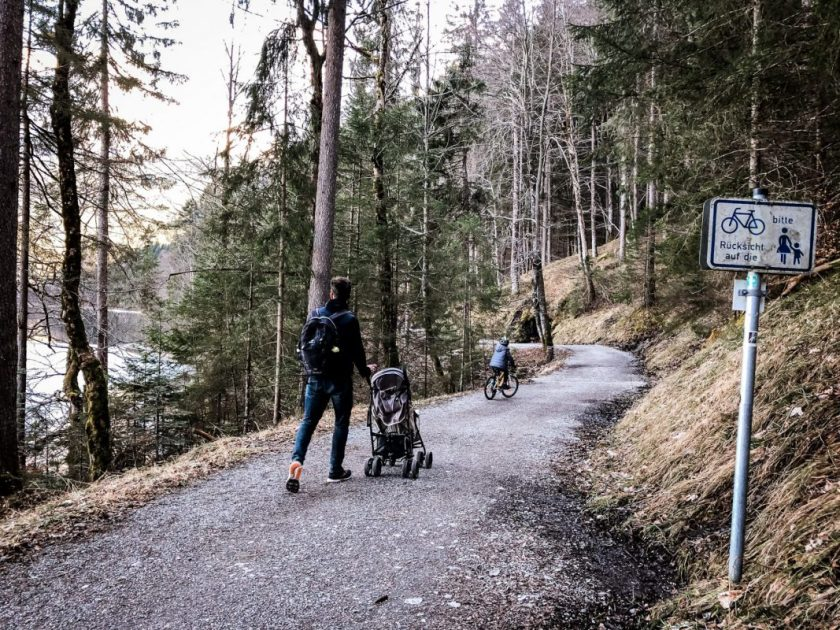 With a stroller and bike around the Eibsee
