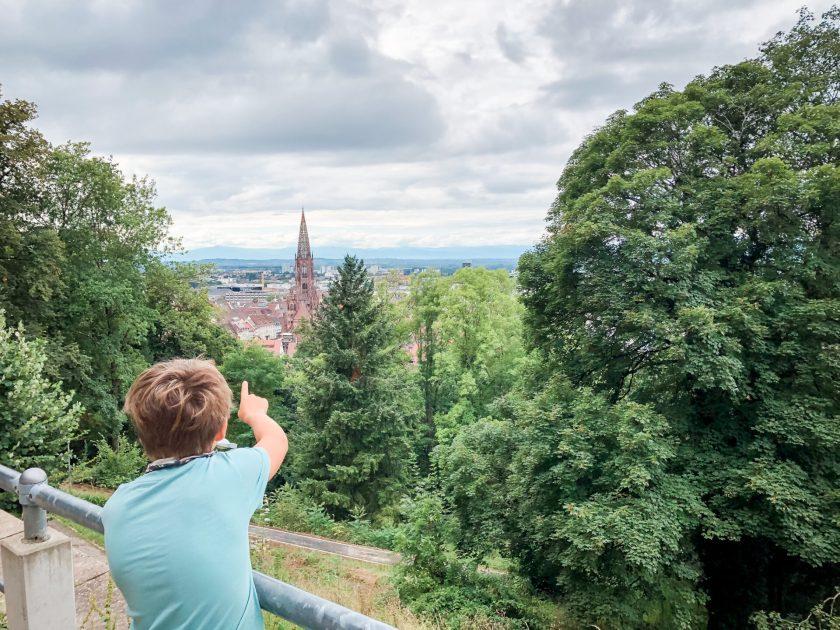 Blick über Freiburg von der Schlossbergbahn, Familienurlaub, Freiburg