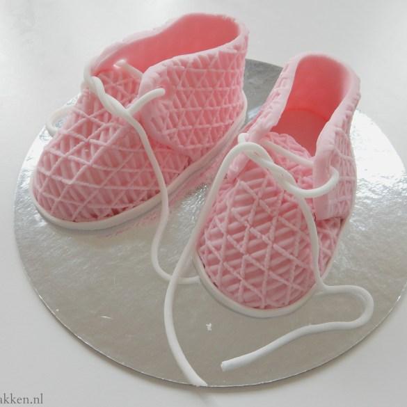 Hoe maak je babyschoentjes van fondant?