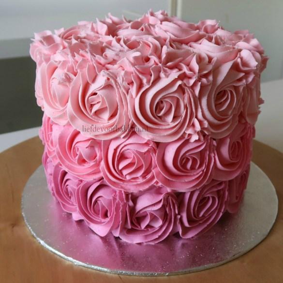 Spektakelstuk 3: hoe maak je een ombre rozetten taart (video)