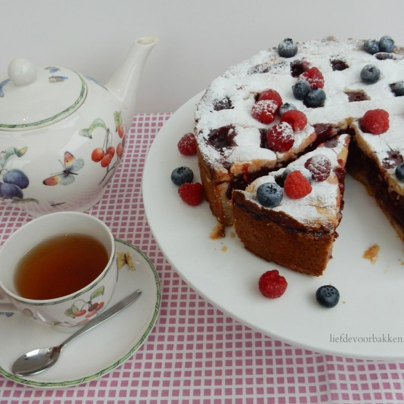 Rood fruit taartje met abrikozen