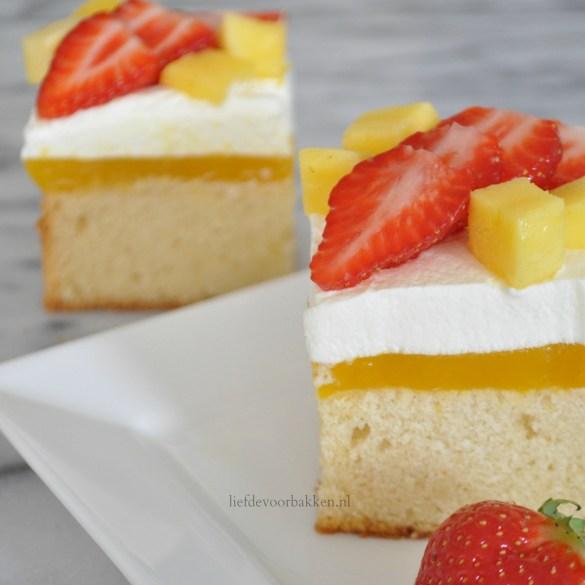 Roomcakejes met mango en aardbeien