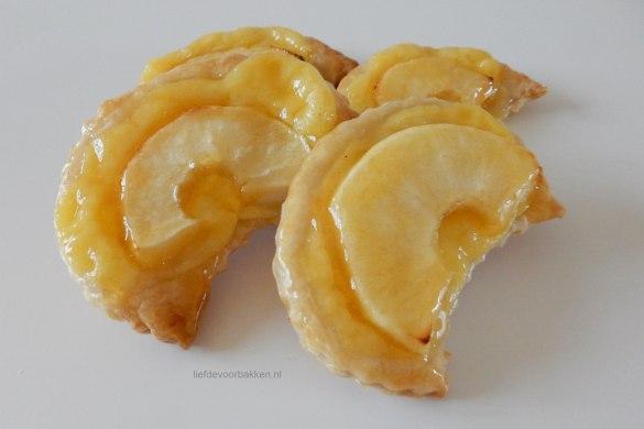 Open appelflapjes met banketbakkersroom