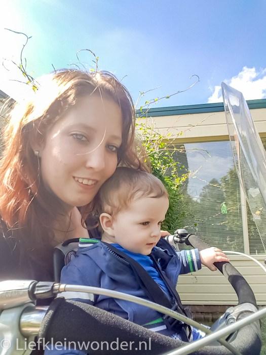 Jayden 8 maanden en 2 weken oud fietsen