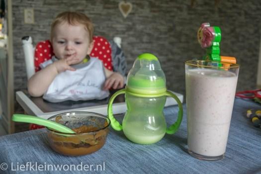 Jayden 8 maanden en 1 week oud,hapjes fruit perzik