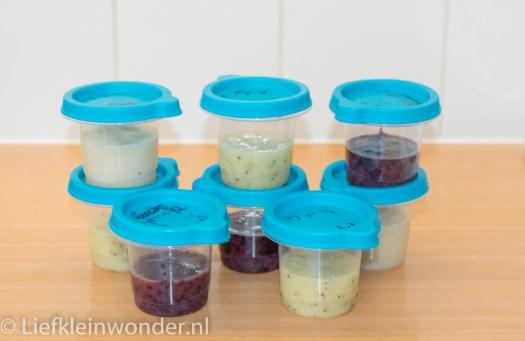 Jayden 8 maanden en 1 week oud,hapjes peer kiwi blauwe bessen