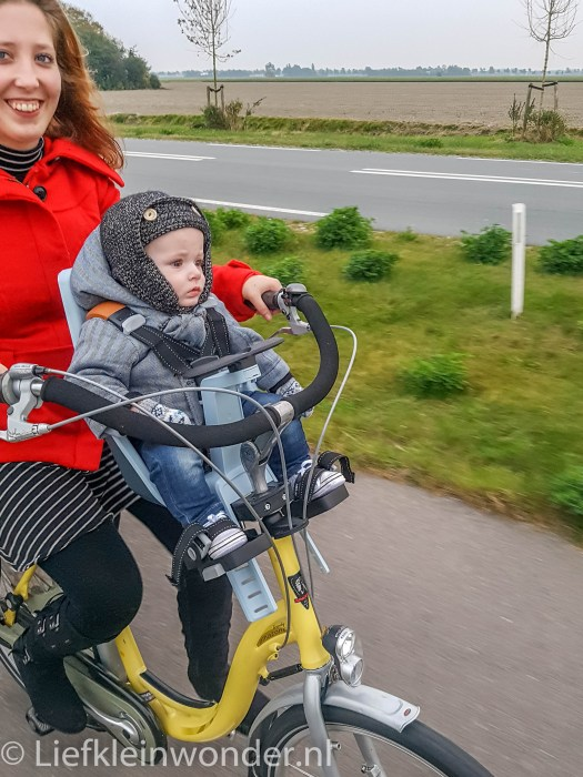9 maanden en 3 weken oud fietsen