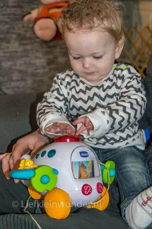 Jayden's eerste verjaardag , Cadeau,vliegtuig met geluid, speelgoed