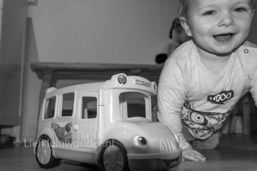 13 maanden en 1 week oud - Lekker spelen en zichzelf vermaken