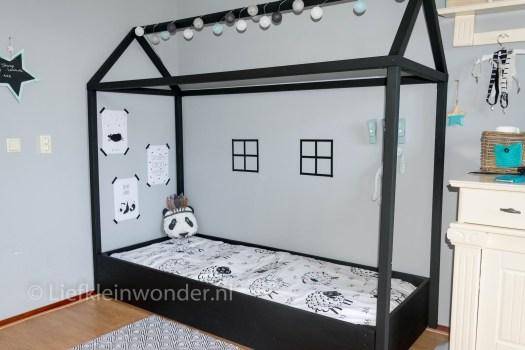 Bed maken met huis fram , huisbed bed huis zwart wit silhouette huis
