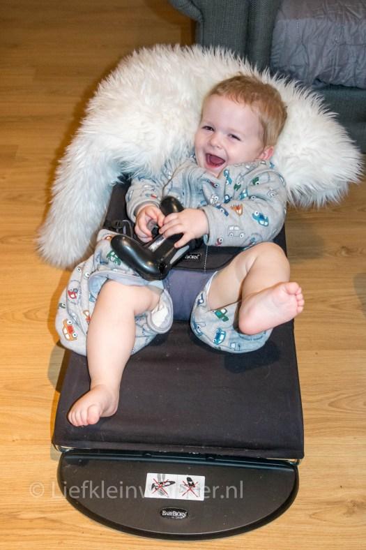 14 maanden en 2 weken oud - baby op ps4 haha