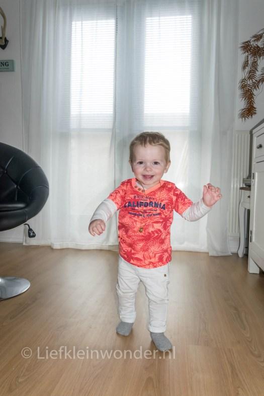 14 maanden en 3 weken oud - Los lopen en bijna niet meer kruipen