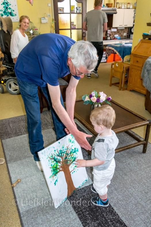 Knutselen voor opa, een boom schilderij