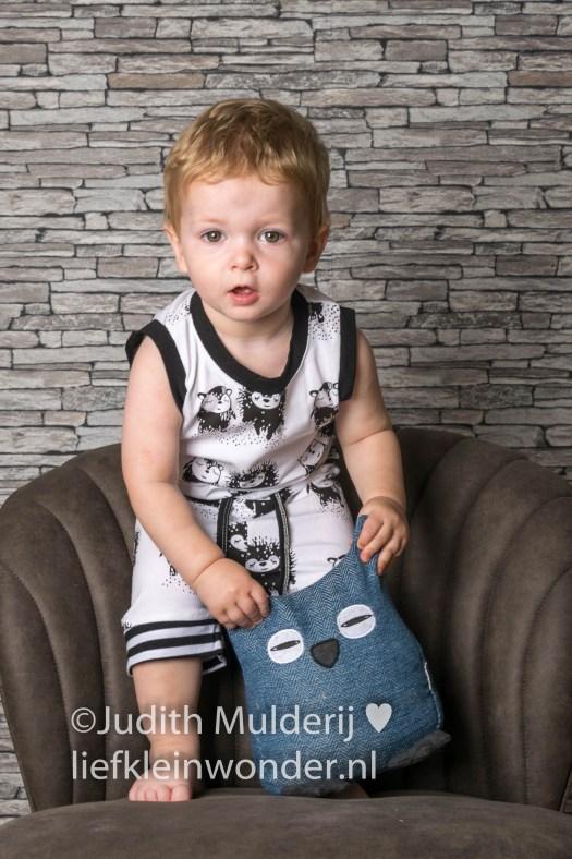 Shoplog AliExpress en Name it jongenskleding - Pyjama zwart wit haai to the moon and back onesie slabbers monochrome fox