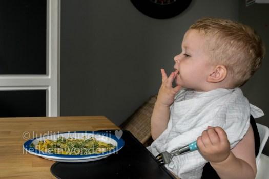 Jayden 18 maanden en 3 weken oud peuter dreumes - spinazietaart