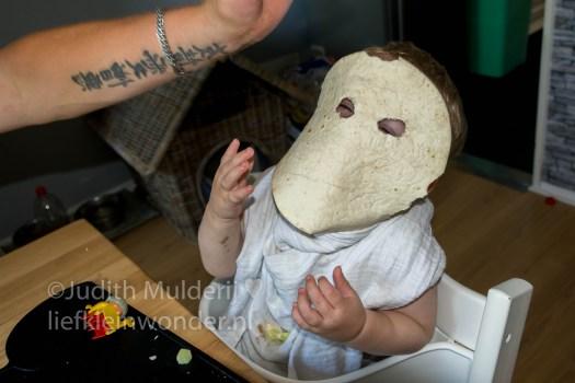 Jayden 18 maanden en 3 weken oud peuter dreumes - wraps met kip komkommer en creme fraiche