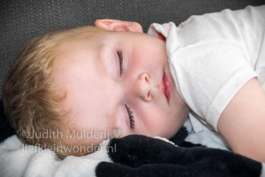 19 maanden en 1 week oud peuter dreumes - geen middagdutje meer op de bank in slaap gevallen