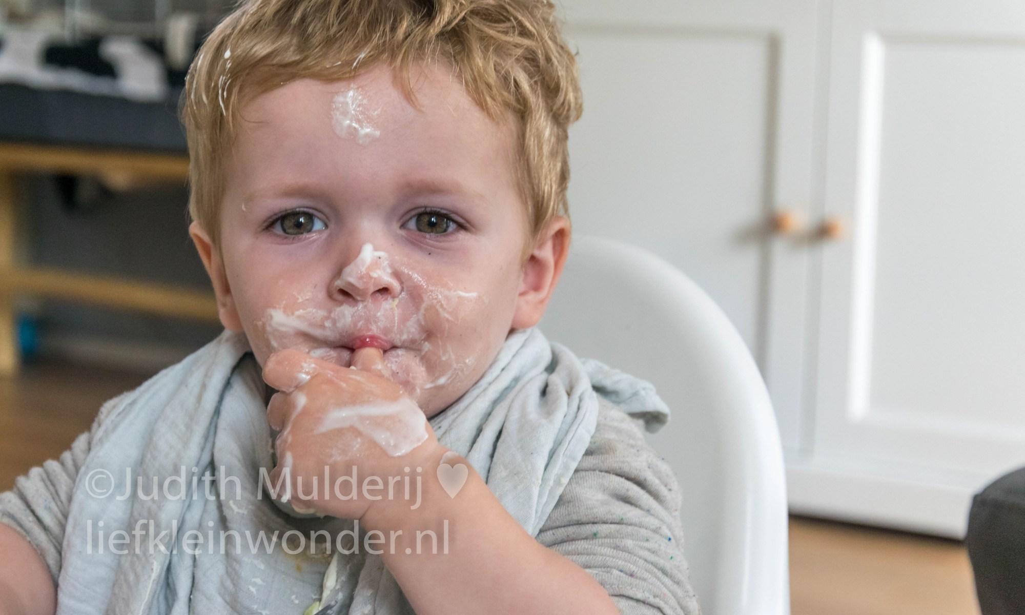 Jayden 21 maanden oud peuter dreumes mamablog - GEen tafelmanieren meer