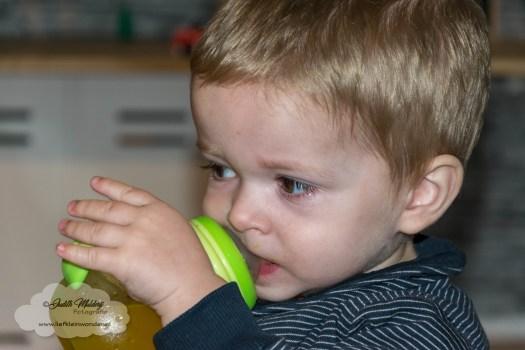 Jayden 22 maanden oud peuter dreumes mamablog - minder borstvoeding en meer limonade of ander drinken uit tuit beker