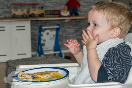 Jayden 22 maanden oud peuter dreumes mamablog - meer vlees eten en genieten van zijn eten
