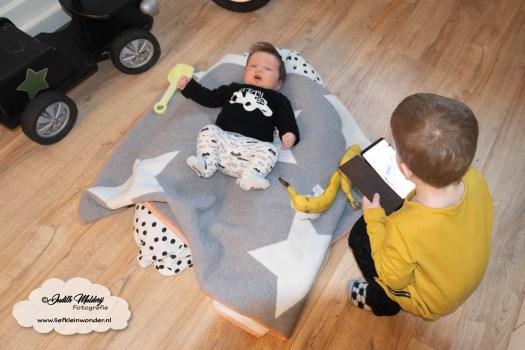 Finley 8 weken oud sprong ontwikkeling borstvoeding mama blog baby zwangerschap newborn brandrep www.liefkleinwonder.nl
