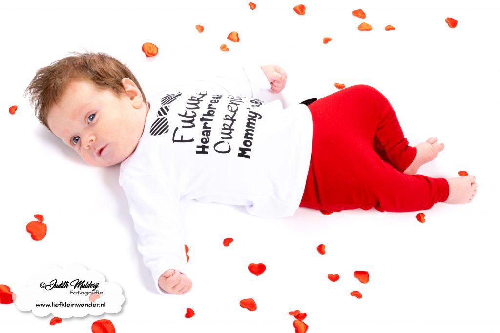 Valentijns outfits baby kind shoppen kopen valentijn liefde rood zwart wit bedrukt mama blog www.liefkleinwonder.nl review  Soph's baby en kids