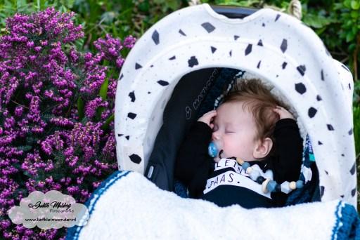 Mama blog baby ontwikkeling 15 weken 3 maanden www.liefkleinwonder.nl brandrep brand rep fotograaf babykleding maxi cosi slapen sibble