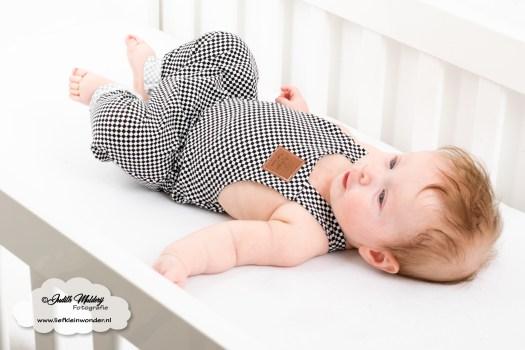 Brandrep babykleding baby zomerkleding review hip by (b)engel mama blog www.liefkleinwonder.nl shoplog jongen salopette harem blokjes zwart wit monochrome