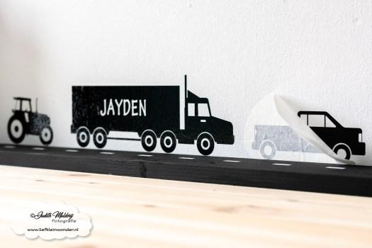 Muurstickers bakauto bakwagen tractor vrachtwagen vrachtauto met naam geboorte designspeeltafel bureau speelhoek kinderkamer diy mama blog www.liefkleinwonder.nl