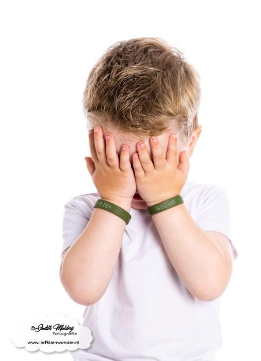 SOS armbandjes met naam kleuren siliconen telefoonnummer vakantie review mama blog www.liefkleinwonder.nl Jayden