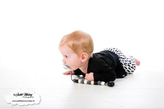 Finley 8 maanden oud ontwikkeling baby mama blog www.liefkleinwonder.nl tijgeren